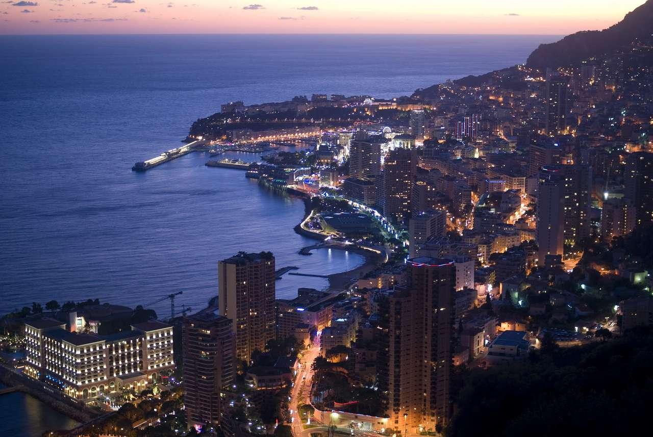 Widok na Monako - Księstwo Monako to słoneczne państwo-miasto leżące na Riwierze Francuskiej nad Morzem Śródziemnym, które zyskało niepodległość w 1861 roku. Księstwo graniczy jedynie z Francją, urzędowy (8×6)