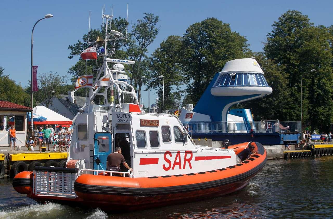 Łódź SAR - Tajfun - Łódź SAR 1500 - Retubing, wyprodukowana przez firmę Techno Marine, wykorzystywana jest przez darłowski SAR do prowadzenia akcji poszukiwawczych i ratowniczych na morzu. Morska Służba Poszukiwan (13×9)