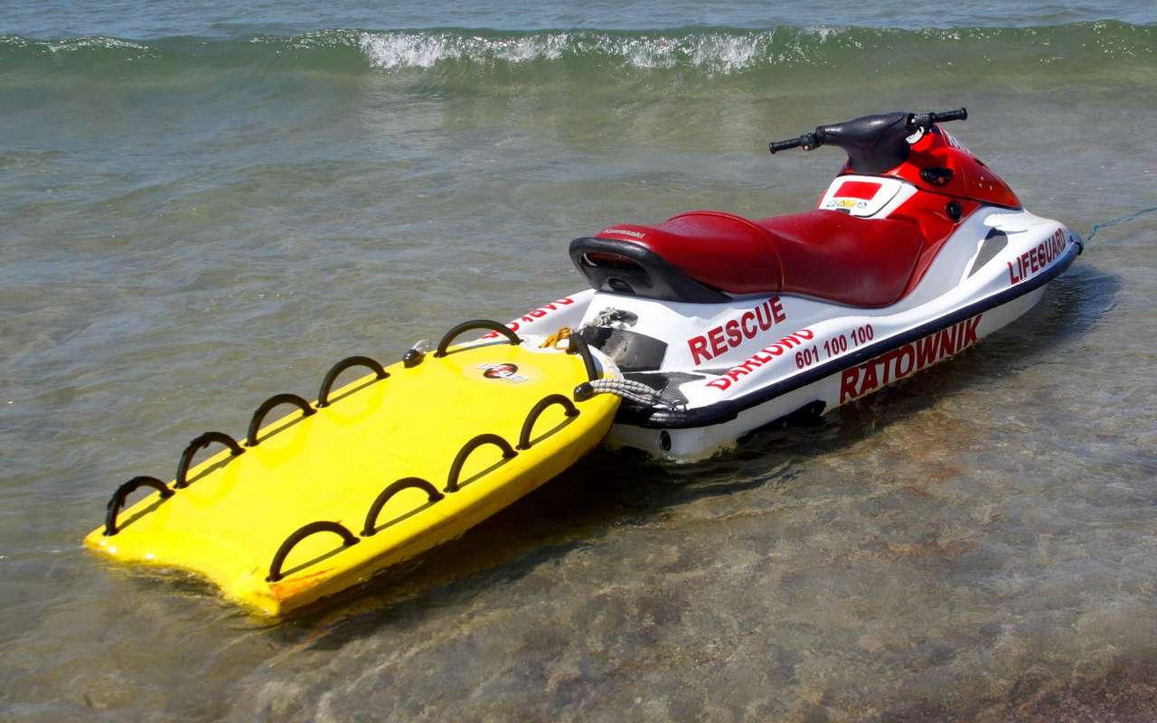 Skuter ratowniczy - Skuter wodny to niewielka jednostka pływająca napędzana silnikiem. Ze względu na niewielkie rozmiary i możliwość rozwinięcia dużej prędkości, skuter służy nie tylko miłośnikom sportów (10×6)
