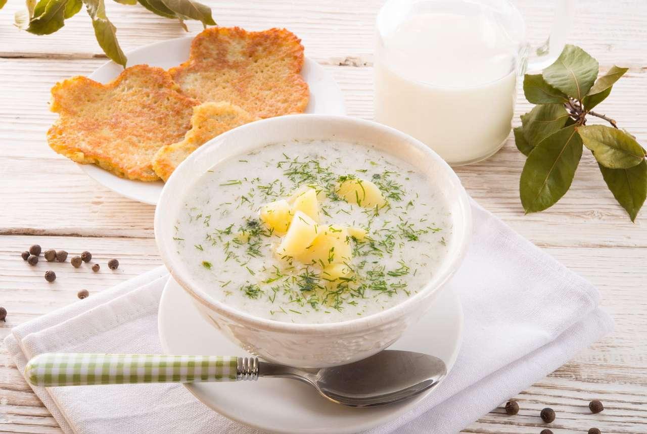 Polska zupa koperkowa - Koperek jest bardzo częstym dodatkiem do polskich dań. Latem natką kopru posypuje się w Polsce kanapki, twarogi, zupy, sałatki oraz warzywa gotowane, na przykład ziemniaki czy kalafior. Pędy i (9×6)