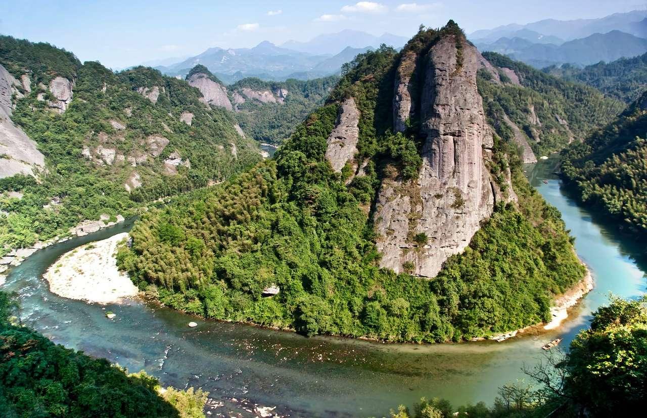 Ziyuan County w regionie Kuangxi (Chiny) - Kuangsi to region autonomiczny w południowych Chinach nad Zatoką Tonkin. Dominują tu obszary górzyste, najwyższym szczytem jest 2141-metrowa góra Kitten. W regionie tym panuje subtropikalny, cie (11×7)