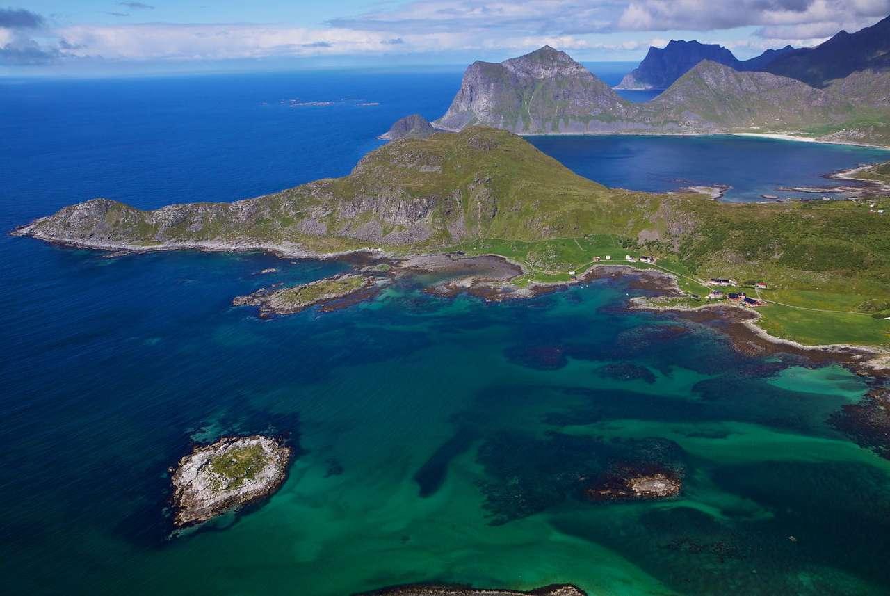 Fiordy na Archipelagu Lofotów (Norwegia) - Archipelag Lofotów usytuowany jest u północno-zachodnich wybrzeży Norwegii, już za kołem podbiegunowym. Składają się na niego dziesiątki wysp, jednak trzon stanowią cztery największe, poł (8×6)