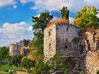 Ruiny Murów Konstantynopola w Stambule (Turcja)