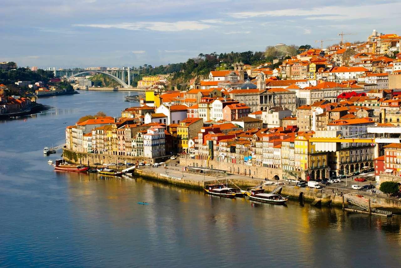 Dzielnica Ribeira w Porto (Portugalia) - Początki miasta Porto datuje się na początki naszej ery. Pierwsze informacje w źródłach pisanych pojawiają się w V wieku. Z tego czasu pochodzi najstarsza część miasta, której rozwój opie (8×6)