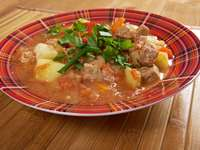 Tradycyjna węgierska zupa gulaszowa