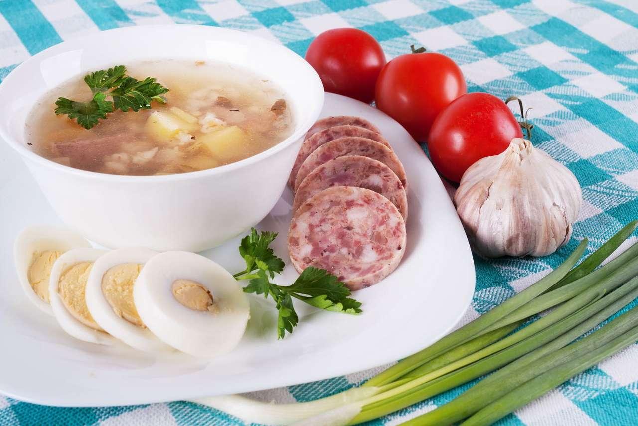 Miska zupy otoczona dodatkami - Zupa to potrwa prosta i bardzo stara, jednak niezwykle odżywcza i – mimo upływu czasu – nie tracąca na popularności. Powstaje w wyniku gotowania w wodzie warzyw, mięsa, owoców czy produktów (11×8)