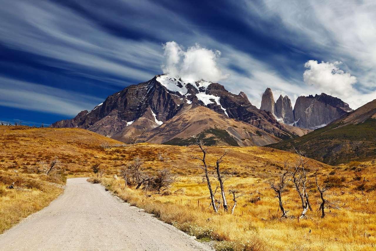 Park narodowy Torres del Paine (Chile) - Torres del Paine to masyw górski położony w Patagonii, krainie geograficznej rozciągającej się na południowych krańcach Ameryki Południowej. Torres del Paine składa się z trzech silnie wypi (7×5)