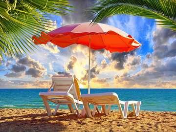 Leżak i parasol na plaży w Albufeirze (Portugalia)