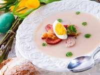 Biały barszcz z jajkiem i kiełbasą