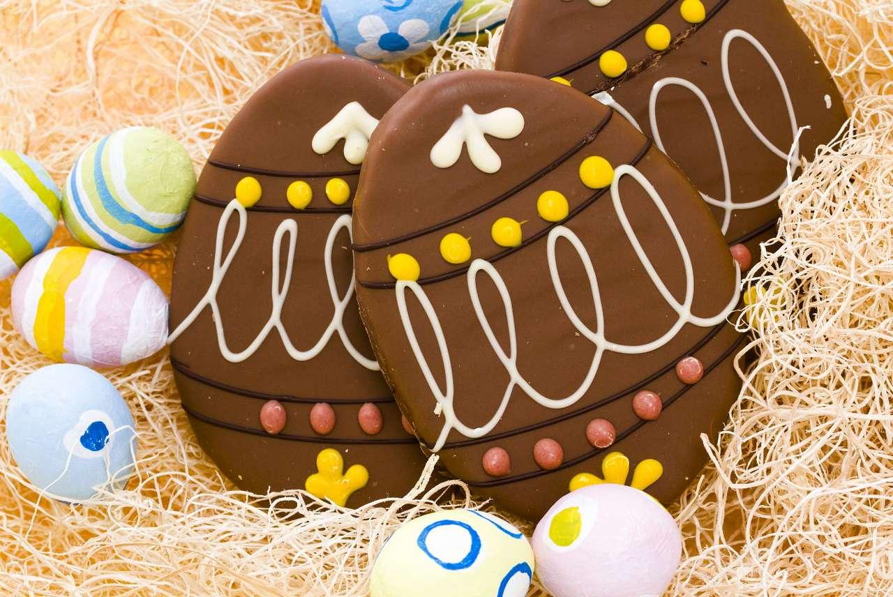 Ozdobne czekoladowe pisanki - Malowanie jajek w okresie świąt wielkanocnych ma w Europie bardzo długą i bogatą tradycję. W kulturze ludowej różnych regionów wypracowano wiele niezwykłych technik zdobienia, które oprócz (10×7)