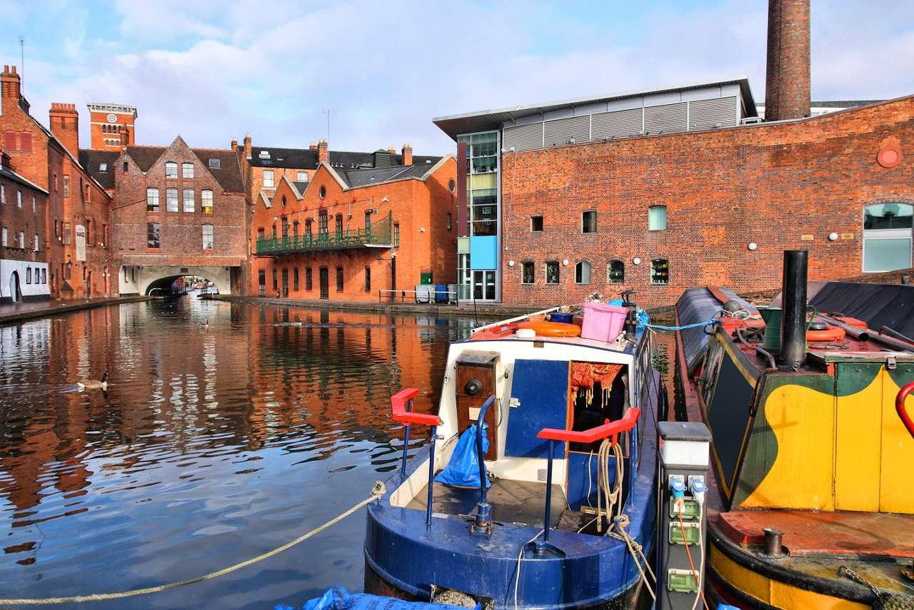 Kanał przy Gas Street w Birmingham (Wielka Brytania) - Ulica Gas Street w Brimingham uważana jest za serce brytyjskiej sieci kanałów, zbiegają się tu bowiem najważniejsze śródlądowe szlaki wodne. Kiedy w drugiej połowie XVIII w. obliczono, że t (11×7)