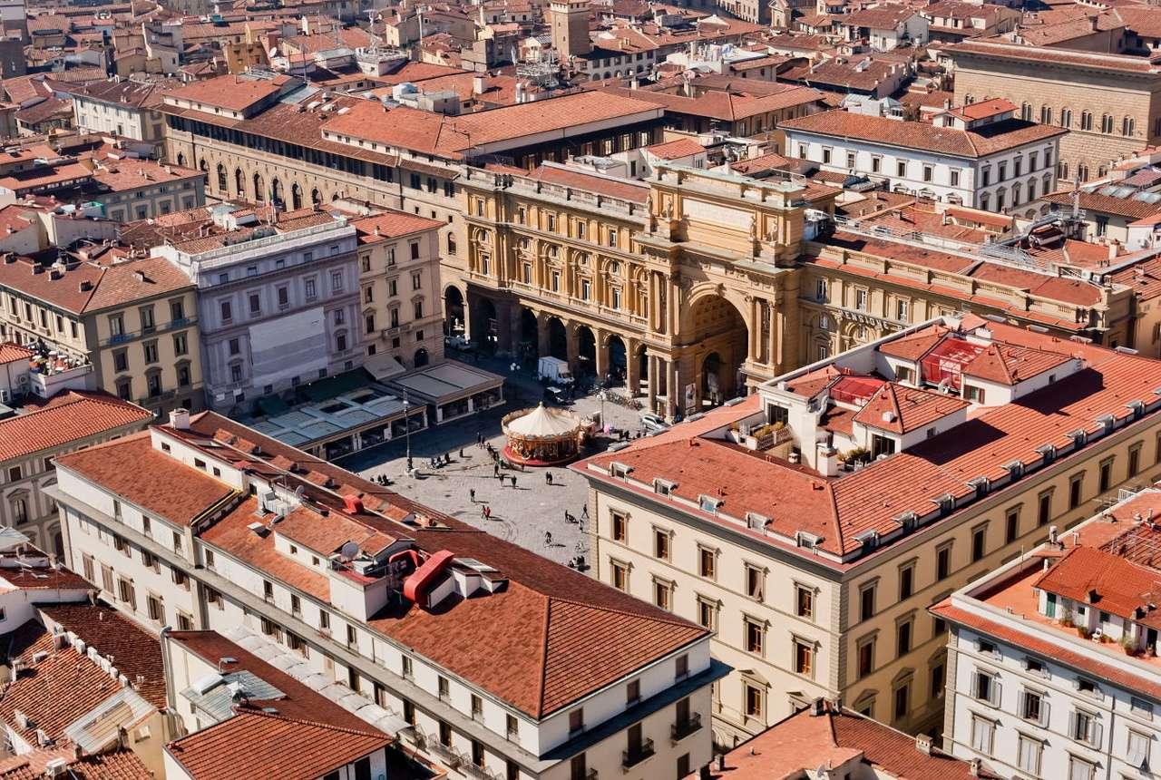 Piazza della Repubblica we Florencji (Włochy) - Florencja, stolica Toskanii, leży w środkowych Włoszech. W latach 80. XIX wieku w samym centrum miasta powstał reprezentacyjny plac Piazza della Repubblica. W czasach rzymskich znajdowało się tu (13×9)