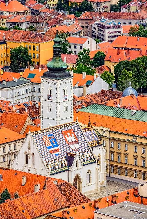 Kościół św. Marka w Zagrzebiu (Chorwacja) - Stolicą i największym miastem w Chorwacji jest Zagrzeb, leżący nad rzeką Sawą. Większość atrakcji turystycznych znajduje się w Górnym Mieście (Gornji Grad lub Gradec), historycznym centrum (9×14)