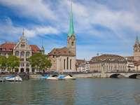 Rzeka Limmat w Zurychu (Szwajcaria)