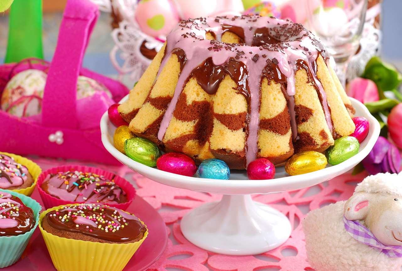 Baba na wielkanocnym stole - Tradycyjne ciasto, przygotowywane na Święta Wielkiejnocy w Europie środkowej i wschodniej popularnie nazywa się babą lub babką. Jest to produkt, przygotowywany na bazie dużej ilości jaj (trady (15×10)
