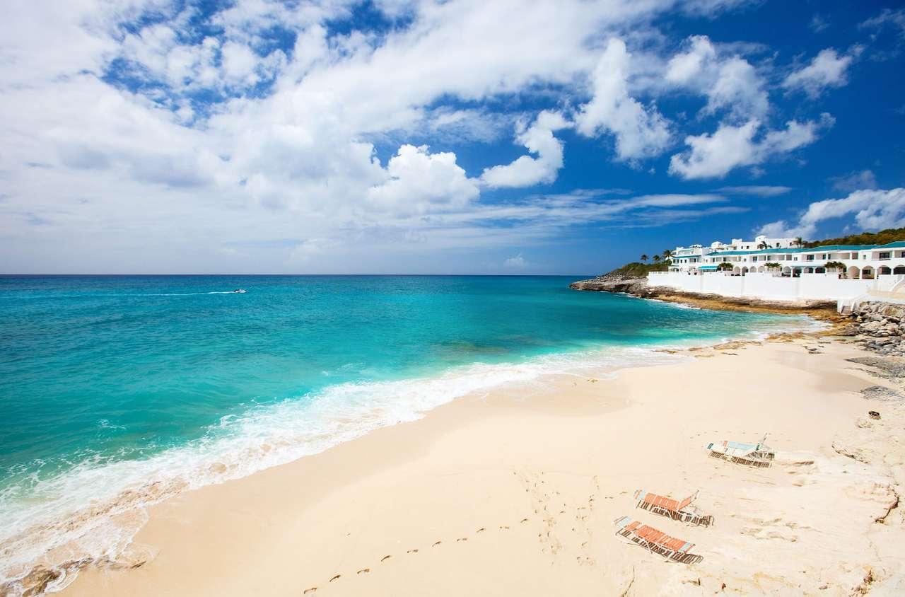 Plaża Cupecoy na wyspie Sint Maarten (Sint Maarten) - Sint Maarten to karaibska wyspa należąca do archipelagu Małych Antyli na Oceanie Spokojnym. Została odkryta przez Krzysztofa Kolumba 1493 roku, w dzień św. Marcina. Obecnie obszar wyspy podzielo (7×5)