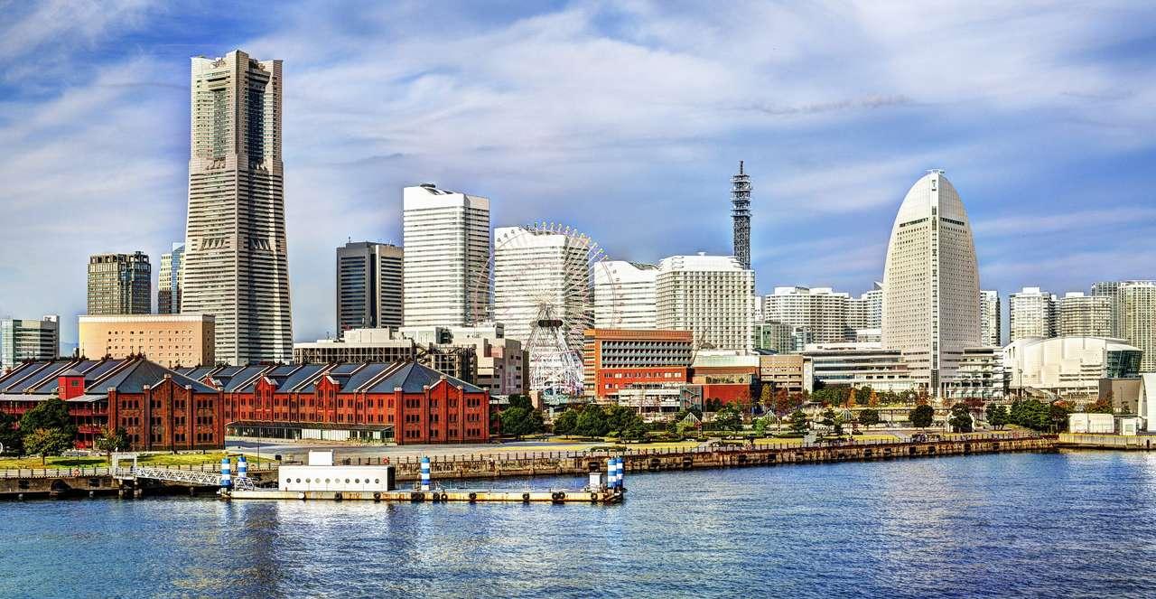 Jokohama (Japonia) - Jokohama jest drugim co do wielkości miastem Japonii i jej największym portem morskim. Położona jest na południowym wschodzie wyspy Honsiu, w niedalekiej odległości od Tokio. Jokohama uważana (11×5)
