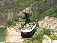 Wagon kolejki linowej nad Rio de Janeiro (Brazylia)