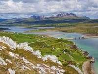 Zielona panorama wysp Lofoty (Norwegia)