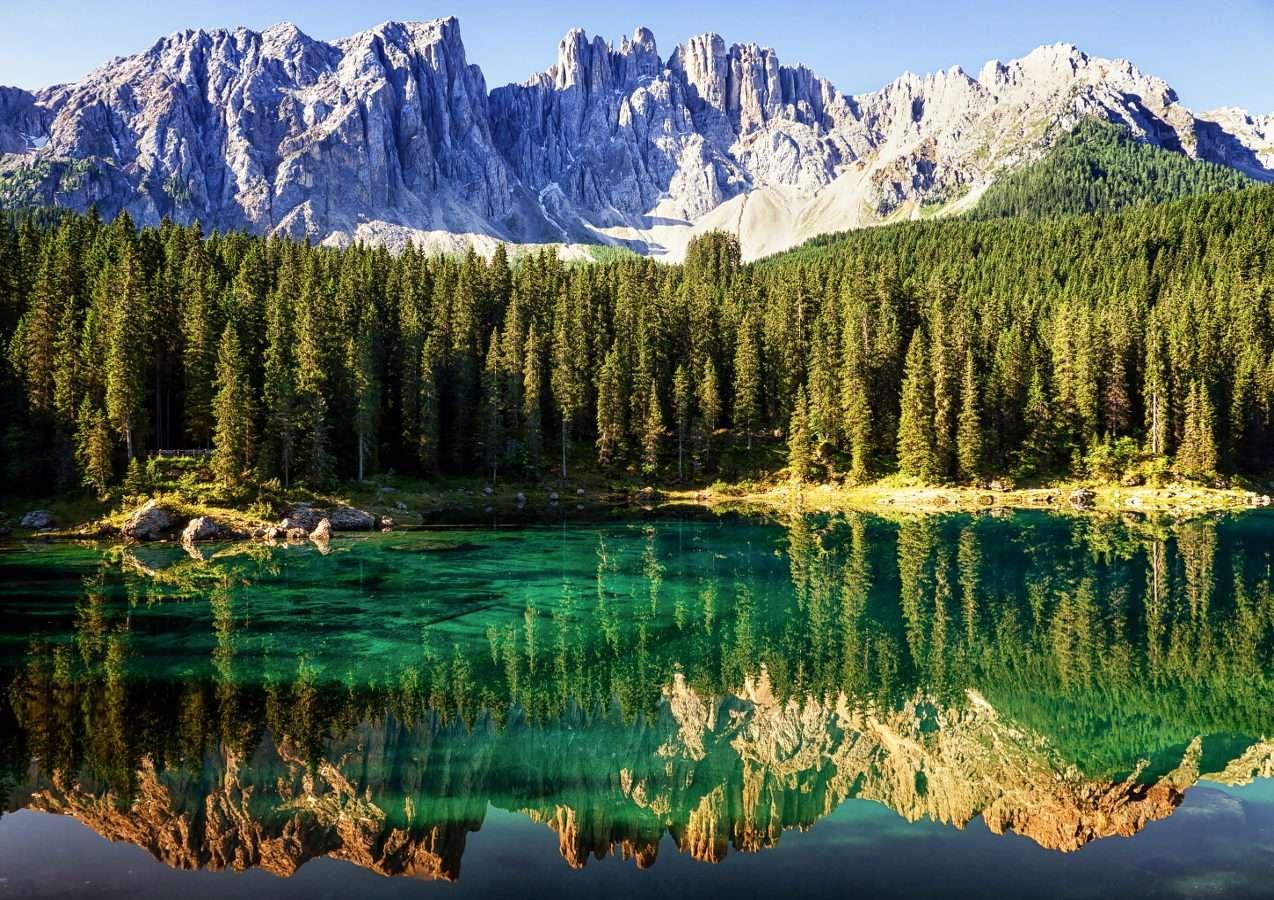 Jezioro Carezza w Dolomitach (Włochy)