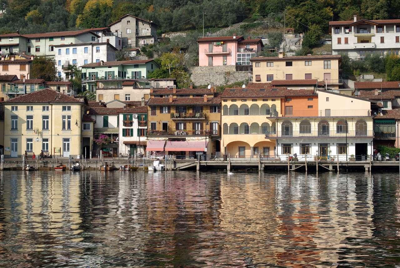 Peschiera del Garda (Włochy) - Peschiera del Garda to włoska miejscowość leżąca na południowym brzegu jeziora Garda w prowincji Werona (25 kilometrów od miasta Werona). Dzięki zabytkowym domom zbudowanym na palach, miasto w (10×5)