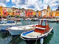 Port na wyspie Procida (Włochy)