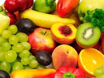Kompozycja z kolorowych owoców