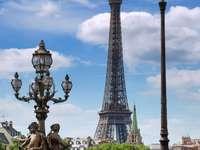 Widok na wieżę Eiffla z Mostu Aleksandra III (Francja) puzzle online