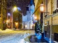 Zaśnieżone uliczki Rygi (Łotwa)