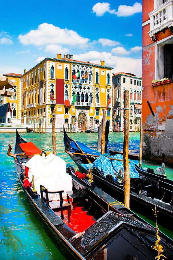 Gondole na Kanale Grande w Wenecji (Włochy)