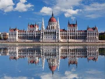 Gmach parlamentu w Budapeszcie (Węgry)