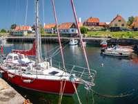 Mały port w Gudhjem (Dania)