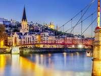 Panorama Lyonu z Bazyliką na wzgórzu (Francja)