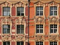 Dekorowane fasady kamienic w Lille (Francja)