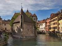 Zabytkowe wiezienie w Annecy (Francja)