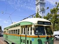 Zabytkowy tramwaj PCC na ulicach San Francisco (USA)