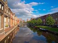 Tradycyjna zabudowa nad kanałem w Amersfoort (Holandia)