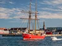 Statek Lilla Dan u wybrzeży Kopenhagi (Dania)