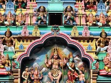Kolorowa fasada świątyni Sri Veeramakaliamman (Singapur)