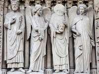 Rzeźby na fasadzie katedry Notre Dame (Francja)