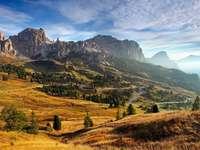 Wschód słońca w Dolomitach (Włochy)