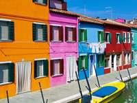 Kolorowe budynki w Burano (Włochy)