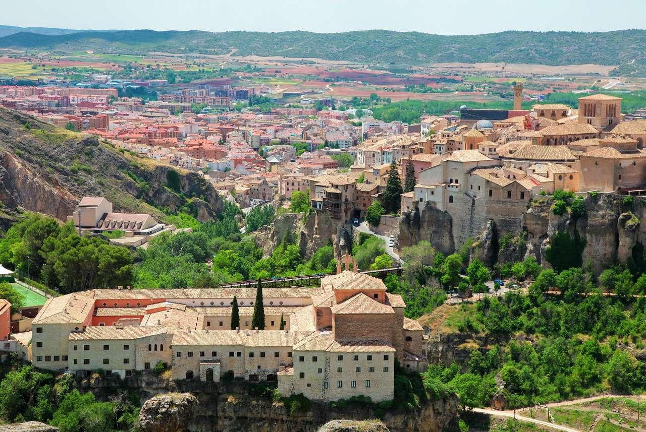 Panorama miasta Cuenca (Hiszpania) - Cuenca to miasto położone w centralnej części Hiszpanii na stromym, skalistym wzgórzu między dwiema rzekami, Huécar i Júcar. Powierzchnia gruntów nadających się pod zabudowę była na wznie (13×8)