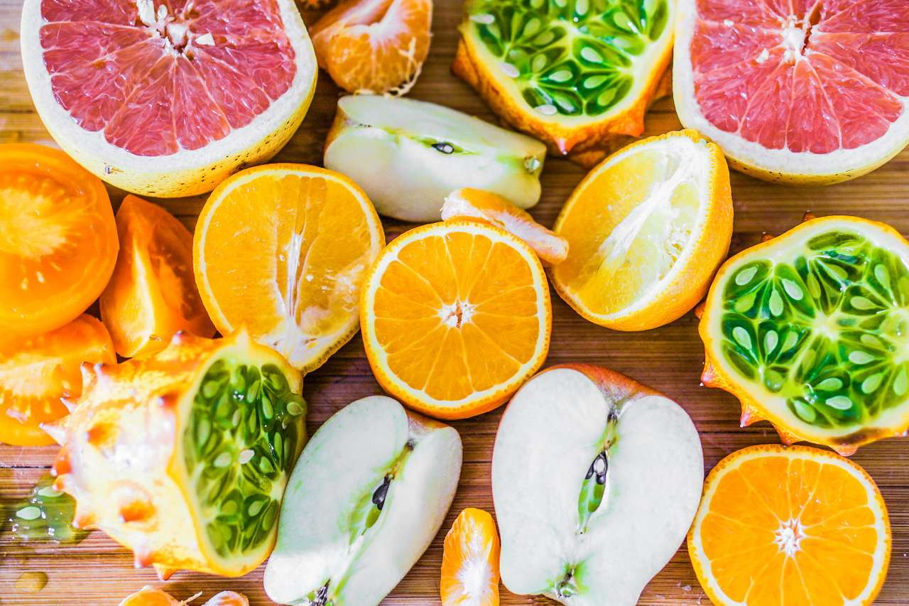 Kiwano w towarzystwie innych warzyw i owoców puzzle