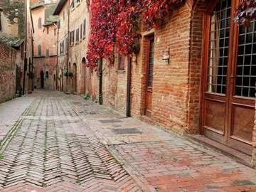 Uliczka w Certaldo (Włochy)