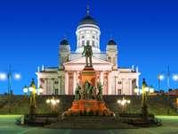 Pomnik cara Aleksandra II na Placu Senackim (Finlandia)