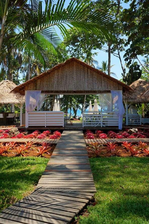 Bar w Puerto Viejo de Talamanca (Kostaryka) - W południowo-wschodniej części Kostaryki, u wybrzeży Morza Karaibskiego, leży miasto Puerto Viejo de Talamanca. To miejsce chętnie odwiedzają turyści, wśród których prym wiodą miłośnicy (8×11)