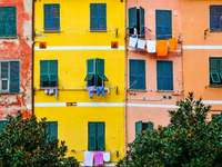 Kolorowe fasady domów (Włochy)
