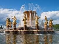 """Fontanna """"Przyjaźń Narodów"""" w Moskwie (Rosja)"""