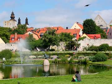 Park w centrum Visby (Szwecja)